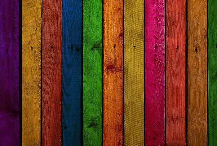 Červená aj zelená farba na drevo