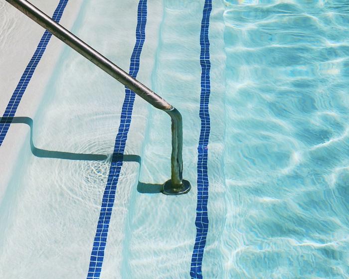 Murovany bazen vás príjemne osvieži